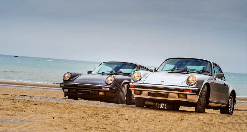 Une porsche 911 Carrera 3,2 boîte G50 et une Carrera 3,2 à boîte 915 côte à côte