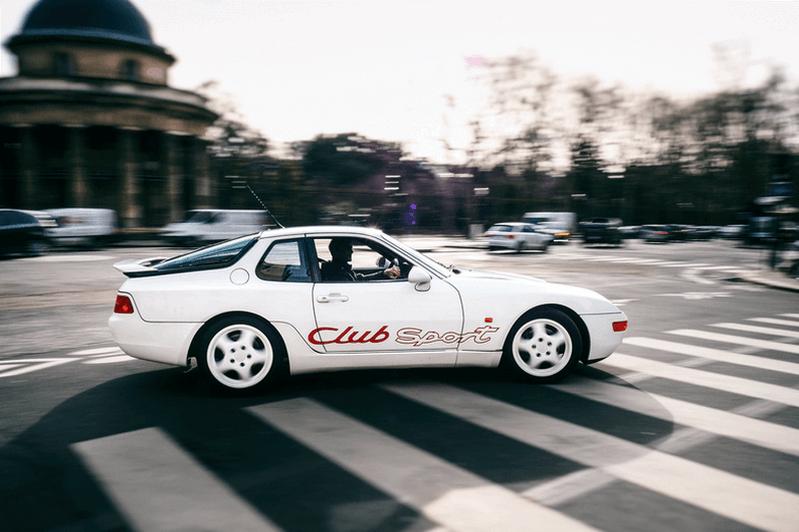 Une très belle 968 CS blanche photographiée en train de rouler dans Paris en 2018