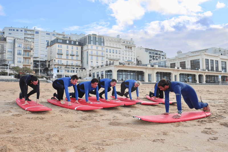 cours de surf sur la plage de Biaritz