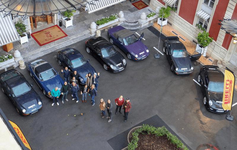 7 Porsche AU PETIT MATIN, DANS LA COUR D'HONNEUR De l'HÔTEL DU PALAIS, à Biaritz