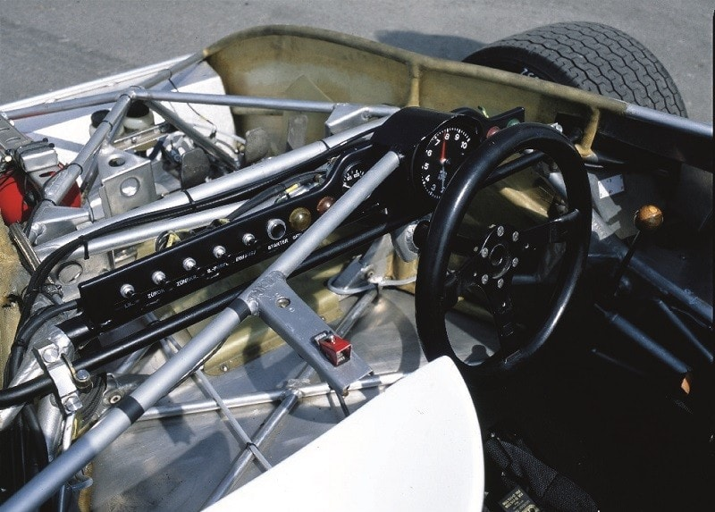 Porsche 908 tableau de bord très dépouillé