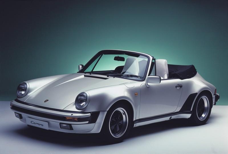 911 3.2 Carrera Cabriolet grise en version Turbo Look sans l'aileron arrière
