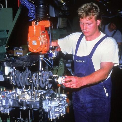 moteurs de 911 3.2 sur la chaine de montage
