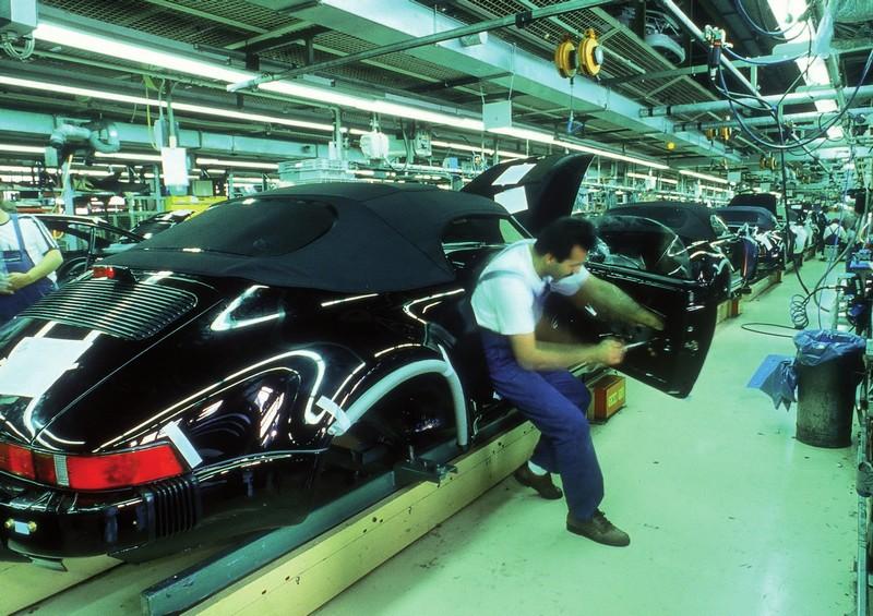 Assemblage de la 911 Speedster en version Turbo Look, en 1989