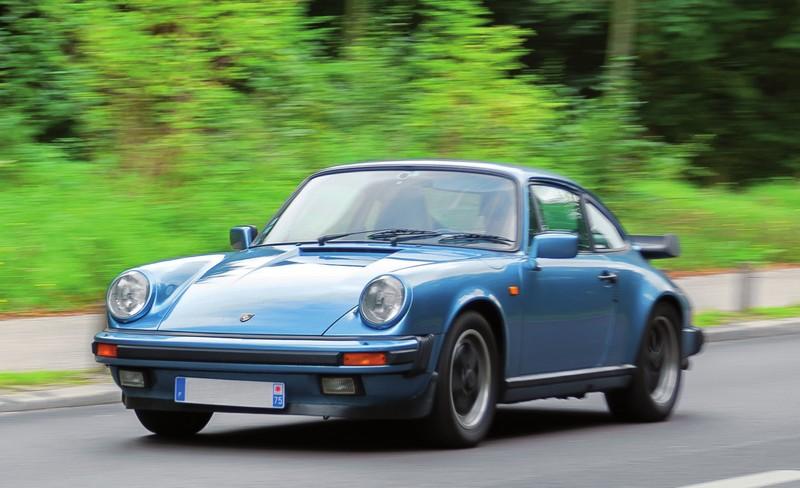 POrsche 911 carrera 3,2 bleu clair métallisé avec option aileron de turbo