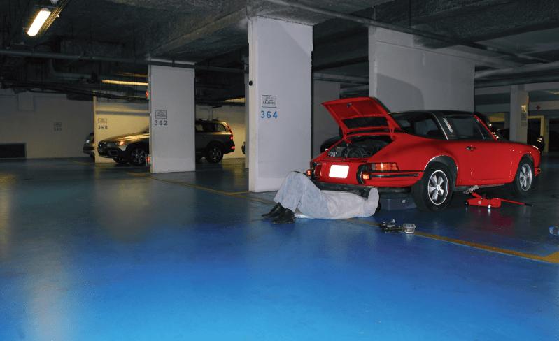 vidange d'une 911 S dans un garage sous-terrain