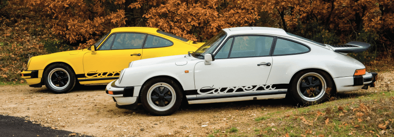 Une porsche carrera 3,0l jaune et une Porsche Carrera 3,2l blanche