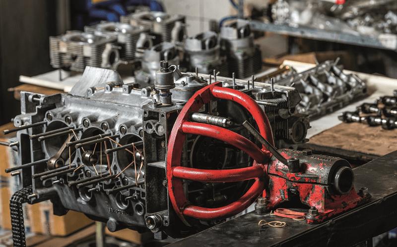Bloc moteur de la Porsche 964 RS sur l'établi