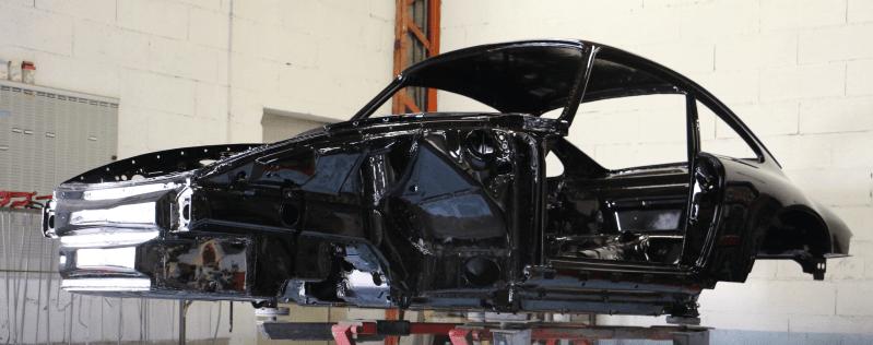 coque nue de 964 RS peinte en noir