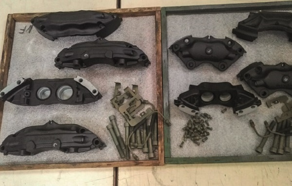 Les étriers de freins de la Porsche 911 repeints en noir
