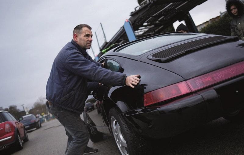Pierre Arthaud pousse la 964