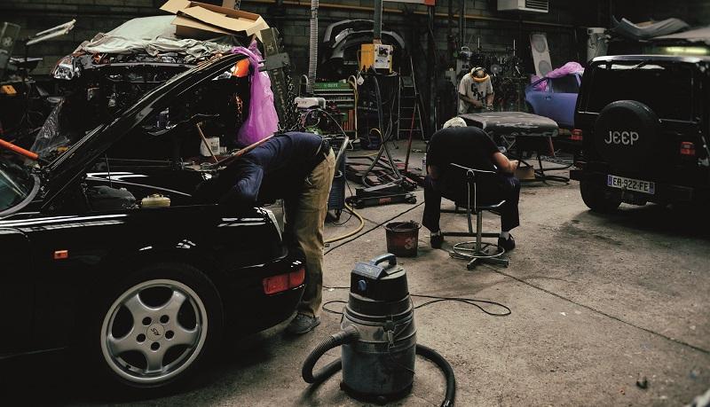 la porsche 911 dans l'atelier