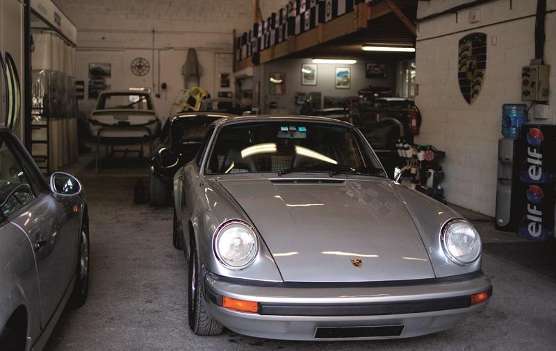 la 911 sort du garage